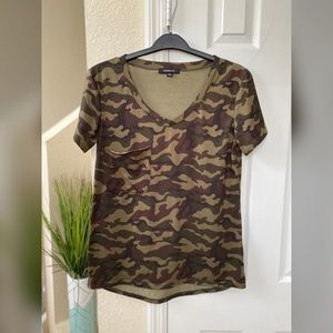 Women Haoduoyi Camo V-Neck T-Shirt Size Medium
